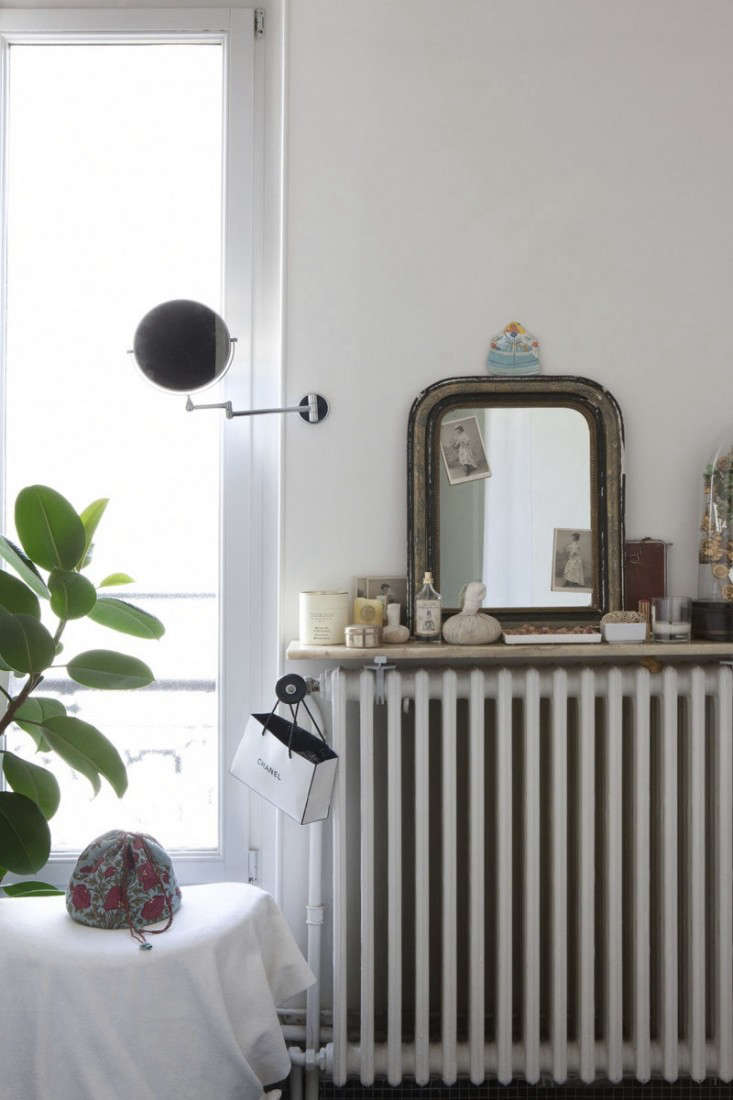 Cultural Exchange An Artfully Appointed Parisian Flat portrait 14