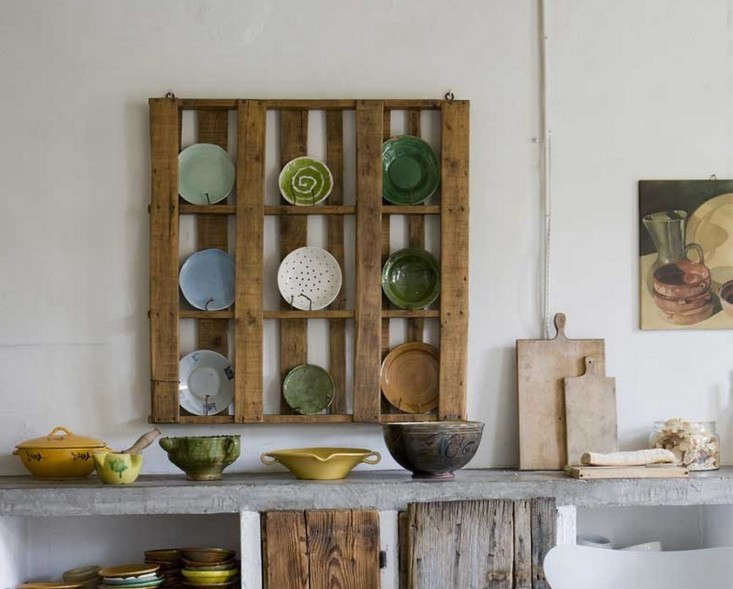 Katrin Arens makes the custom Piattaia (Pallet) Plate Rack; go to Katrin Arens for ordering information.