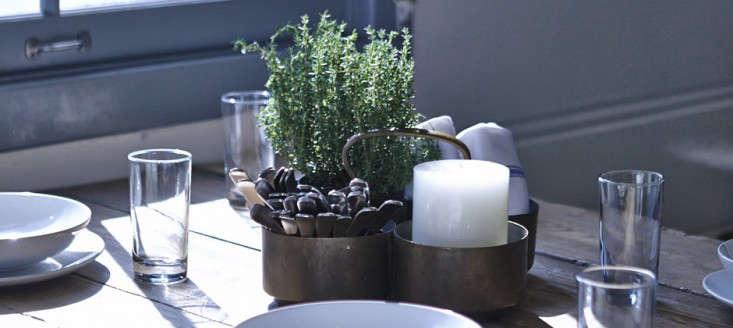 malibu farm table setting 0
