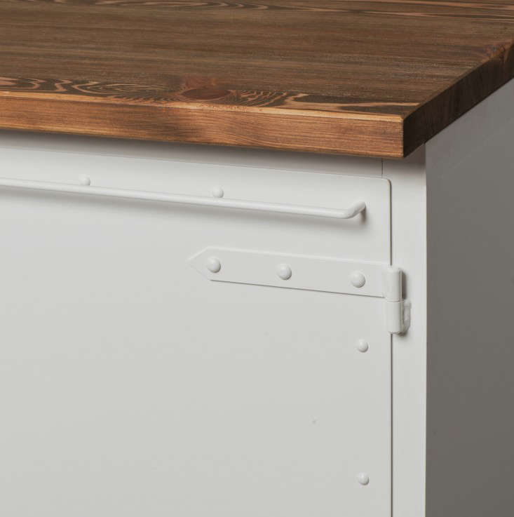 The design was inspired by a tool cabinet. The handle on the front can be used for hanging tea towels.