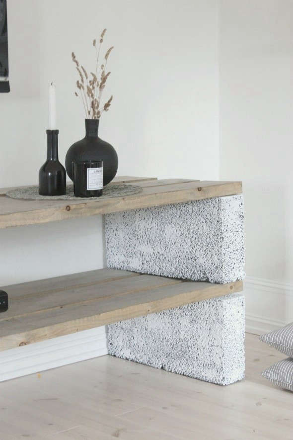 12 Tables Made with Cinder Blocks Economy Edition portrait 4