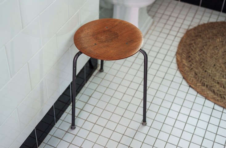 Two of my favorite objects in the bath: a vintage Danish stool that I picked up years ago for $, and a straw mat from a recent trip to Seville.