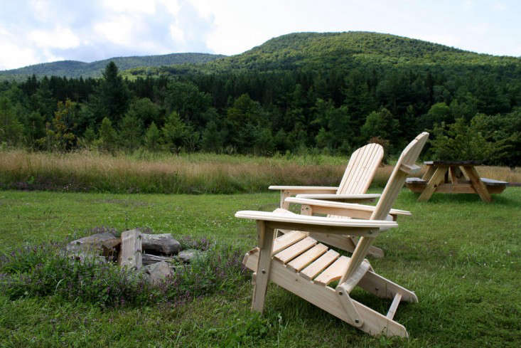 spruceton-inn-catskills-ny-adirondack-chairs-Remodelista