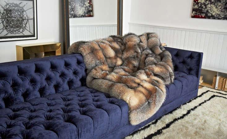 10 Easy Pieces The Blue Velvet Sofa Luxe Edition portrait 9