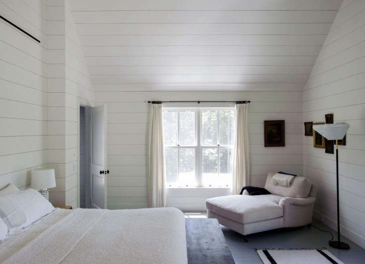 in this bedroom, designer tiina laakonen ran horizontal shiplap right up the wa 20