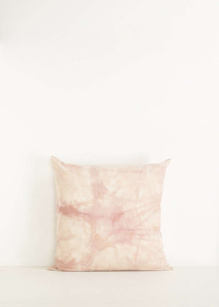 on our wish list: marbled silk pillowsfrom totokaelo. 10