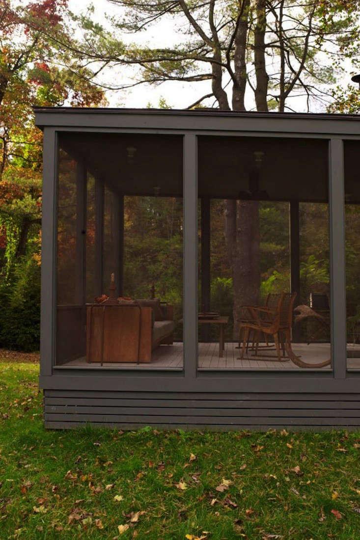 tsao mckown architects farmhouse screened porch remodelista 2