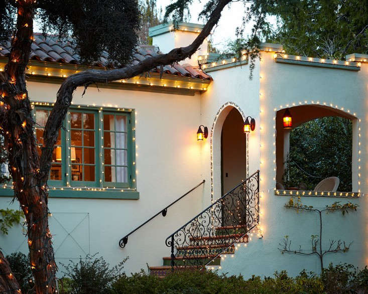outdoor  20  holiday  20  string  20  lights  20  1