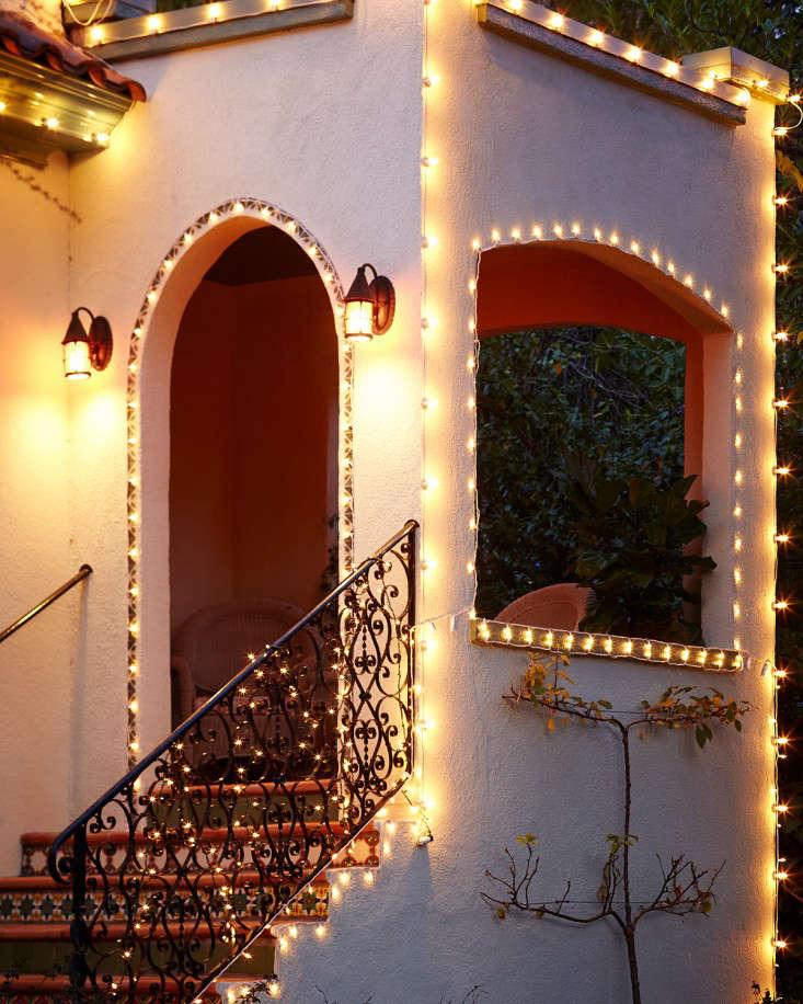 DIY A Starry Night Holiday Light Display portrait 10