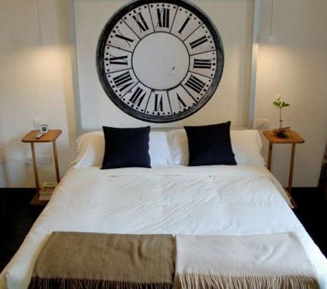 floroom bed with clock