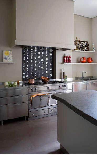 french kitchen black and white backsplash