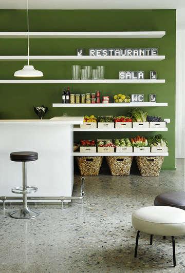 hotel aire de bardenas green wall