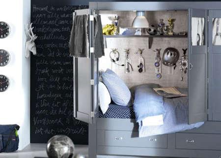 Childrens Rooms Bed Cupboard portrait 3