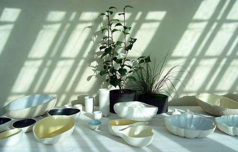 manos table with sunlight