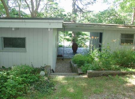 House Call Saarinen House for Sale on Cape Cod portrait 4