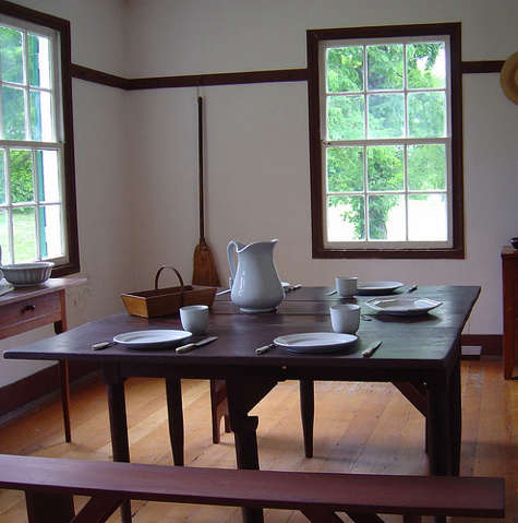 shaker table with china