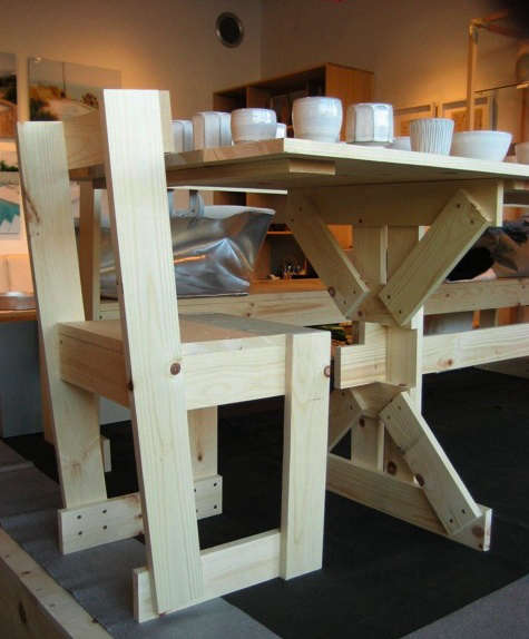 tortoise crate tabel and chairs