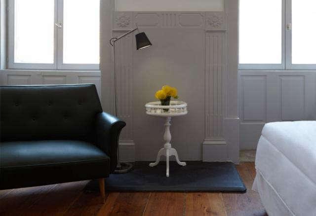 640 favorita black sofa