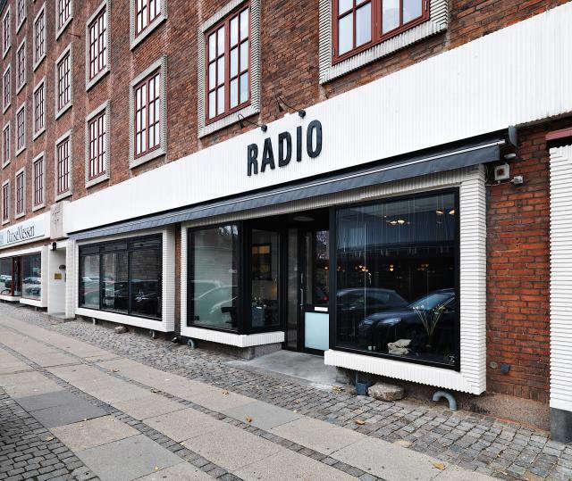 640 rmf n   2 5 m   lhs   restaurant radio 09   udefra
