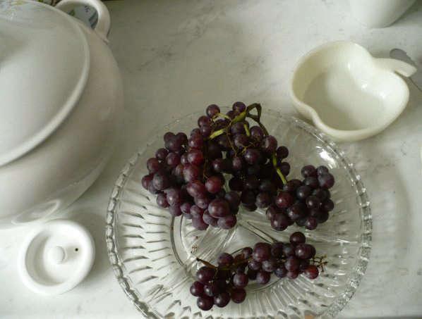 grapes tablescape clarisse demory sofia bulgaria