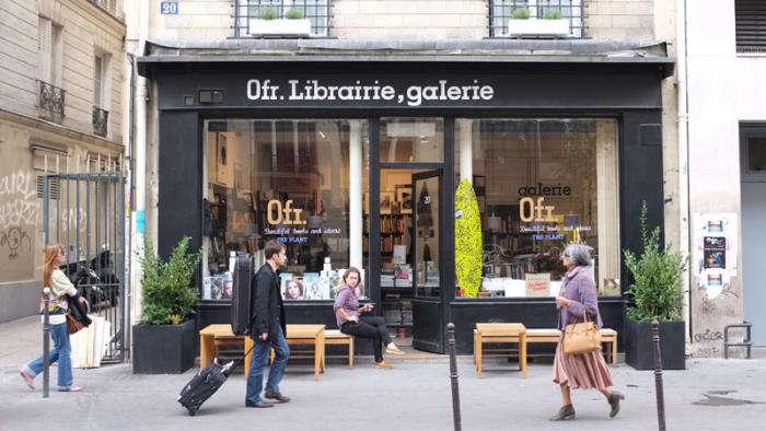 700 0fr paris bookshop