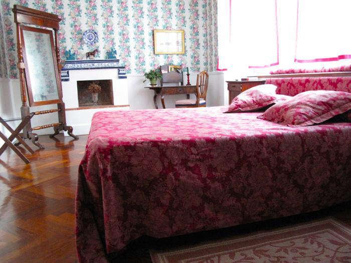 700 arco dei tolomei bedroom