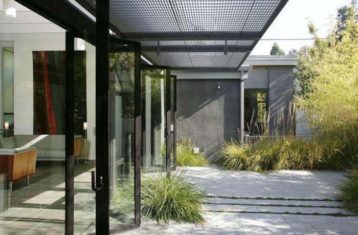 700 bar greenwood modern house concrete courtyard
