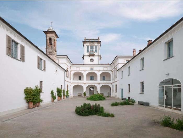 700 dolce vita courtyard