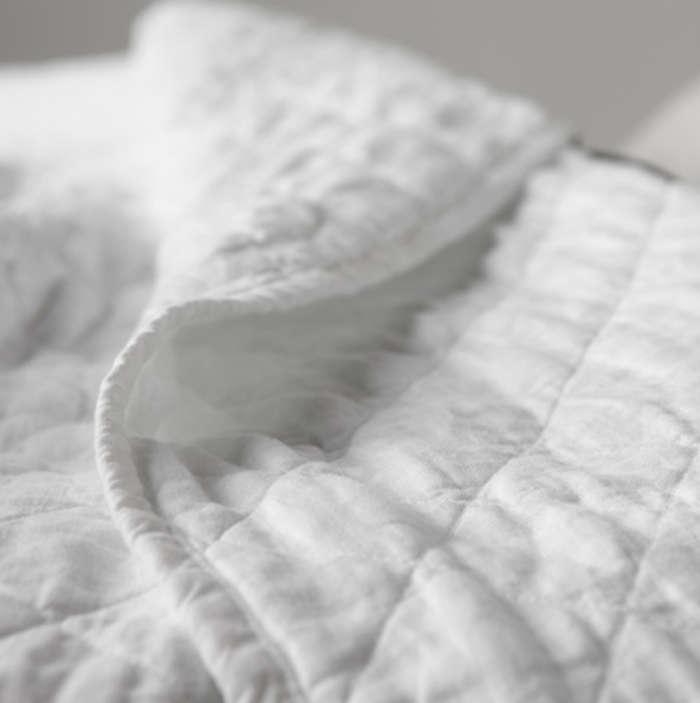 700 ida quilt white
