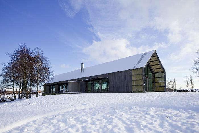 A West Flanders Barn Tells a Tale of Two Seasons portrait 11