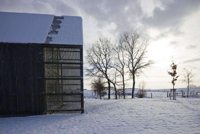 A West Flanders Barn Tells a Tale of Two Seasons portrait 3