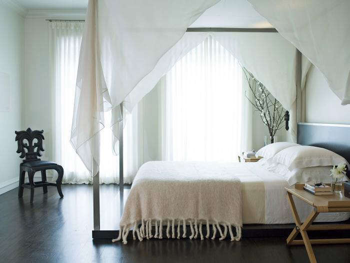 In the bedroom, sheercurtains aremore airy than sexy when paired with pale blue walls and neutral linens. (Bonus: Chicago designer Kara Mannalso draped a similarly floaty fabric over the bed&#8