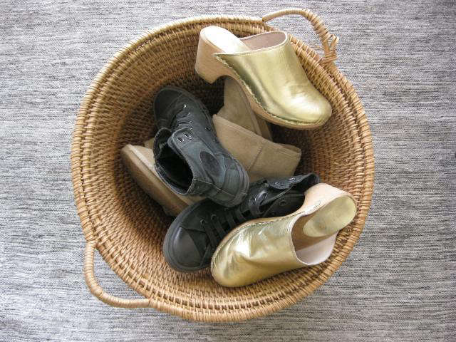 640 basket with shoes