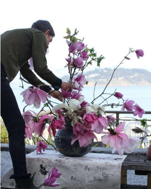 640 louesa roebuck arranging flowers