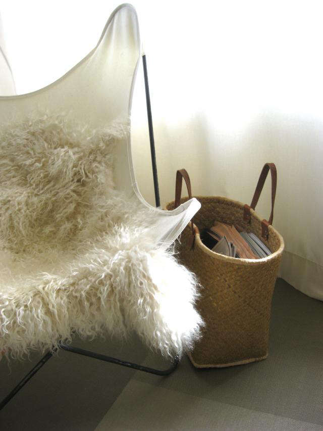 640 straw bag with books 2
