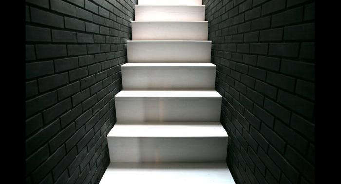 700 minimalist black and white staircase