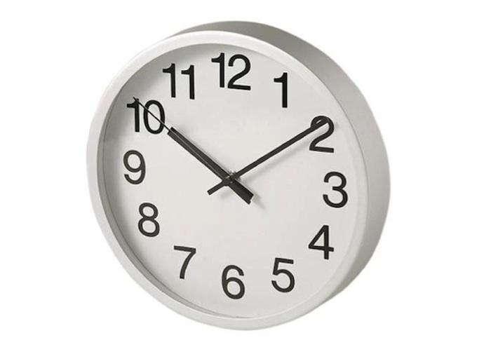 10 Easy Pieces Simple Kitchen Clocks portrait 4