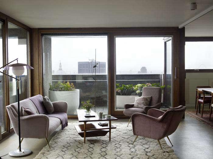 A Barbican Flat Goes Glamorous portrait 5