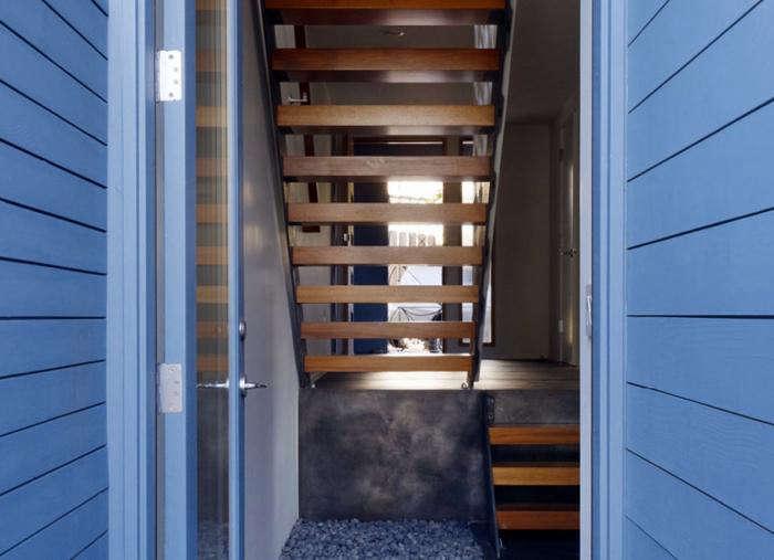 700 schwartz   architecture wood stair with blue siding