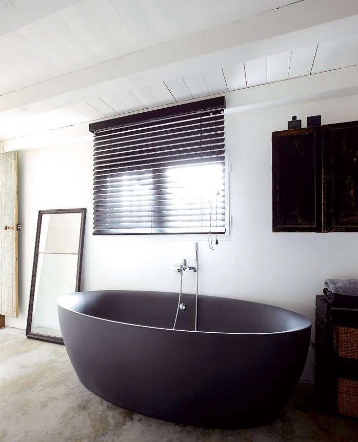 Dark Water 10 Modern Black Bathtubs portrait 4