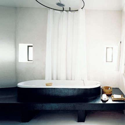 black tub black platform