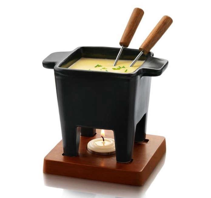 10 Easy Pieces Classic Fondue Pots portrait 11