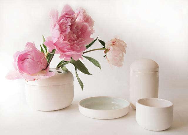 640 fleet white vases