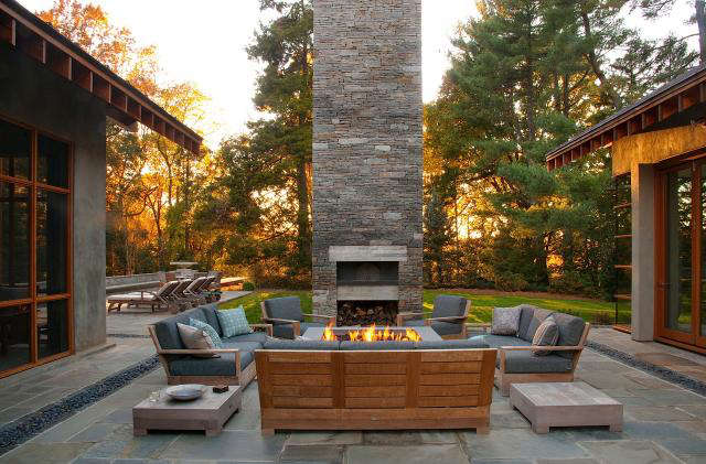640 rm mclean house firepit  pizza oven