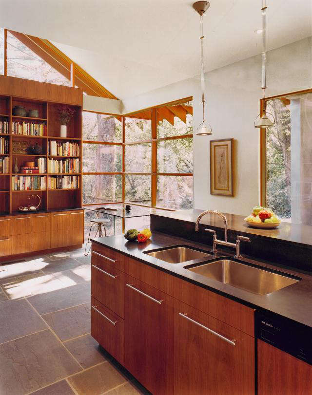 640 rm mclean house kitchen