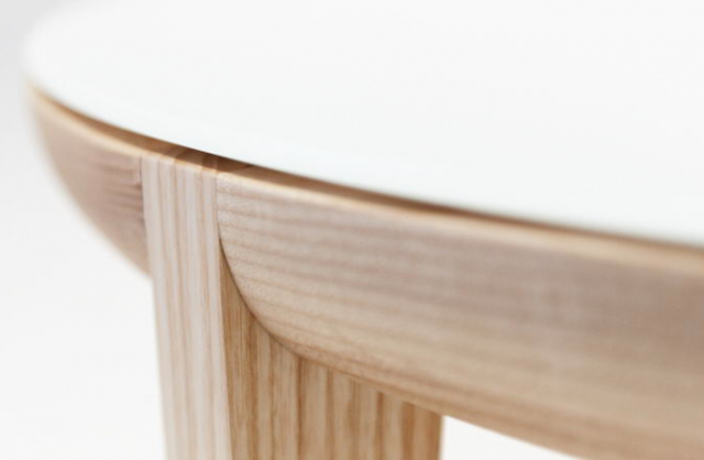 640 upclose moon table