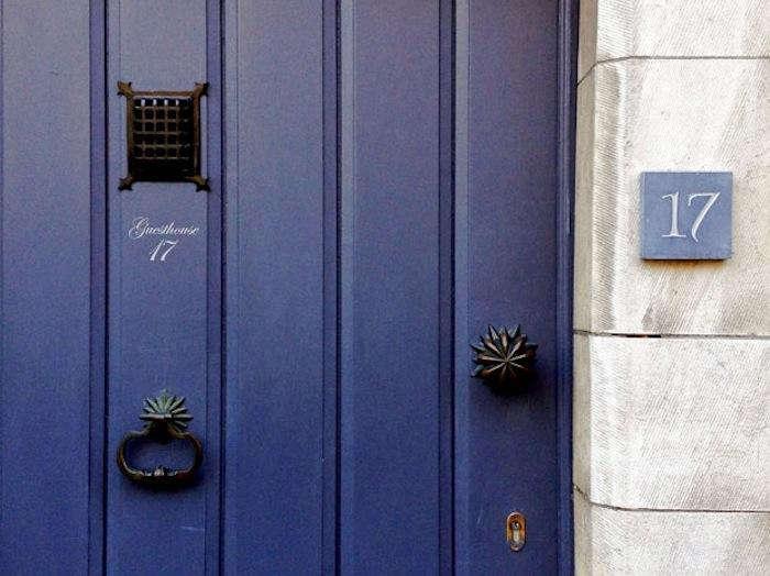700 dutch blue door eve