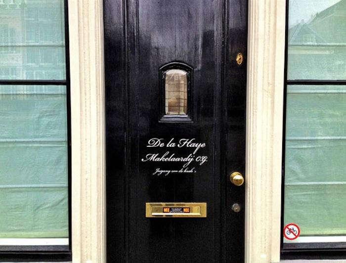 700 pale blue black door dutch eve