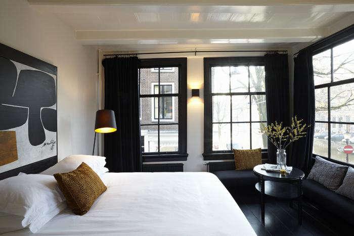 700 r house bedroom black windows