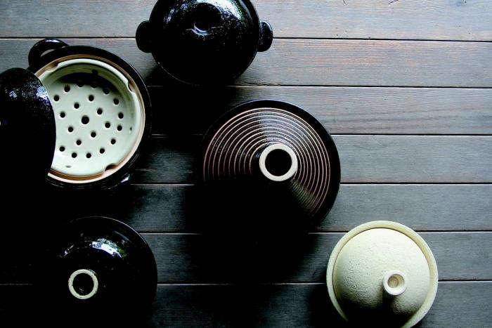 700 donabe pots array